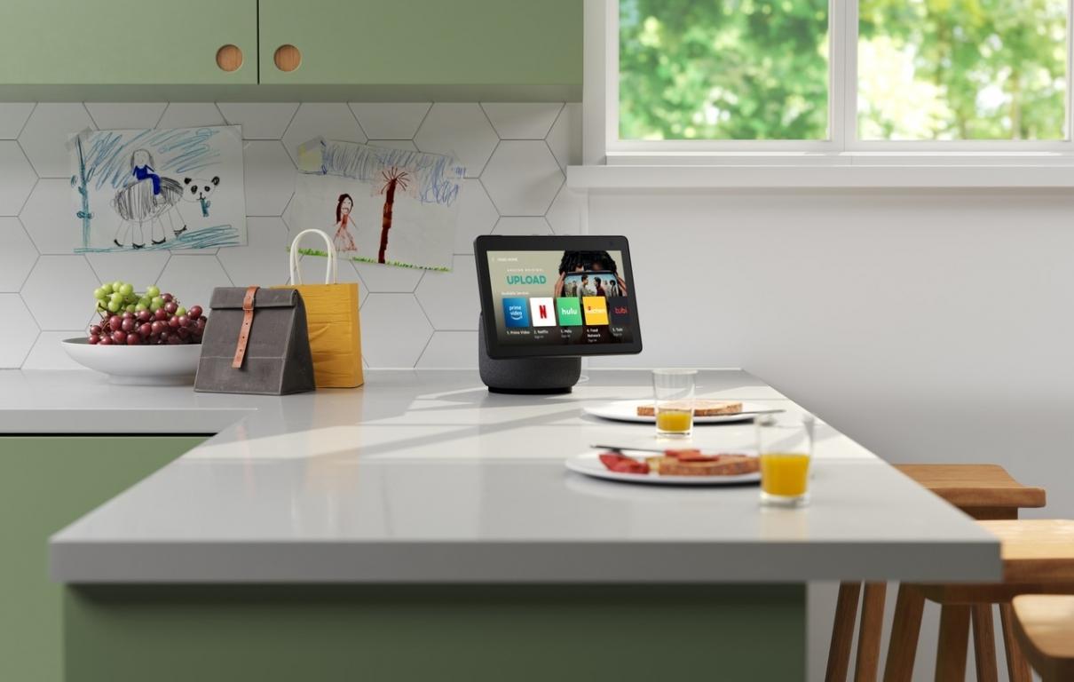 Echo Show 10 Charcoal Kitchen