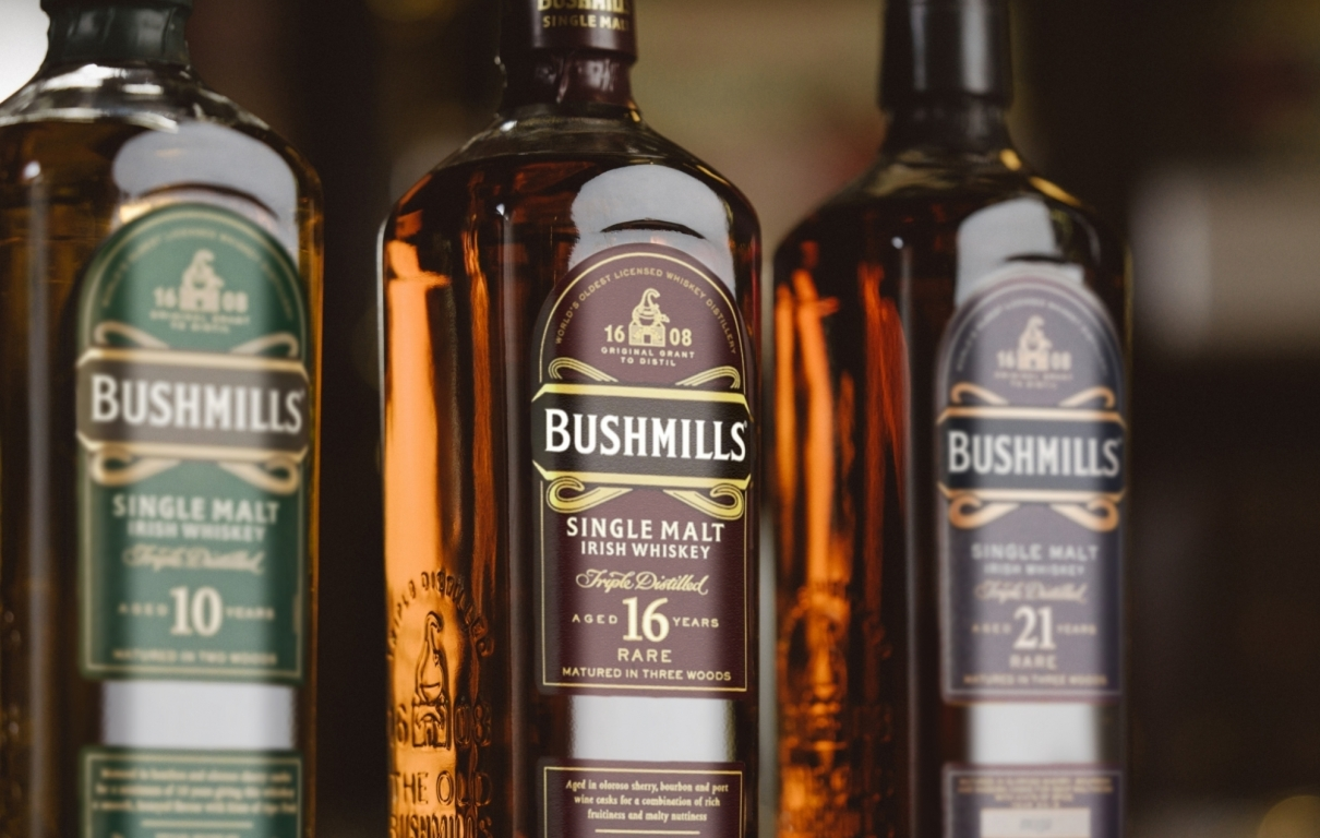 Bushmills Pubs Single Malt Hero Beauty Shot 2